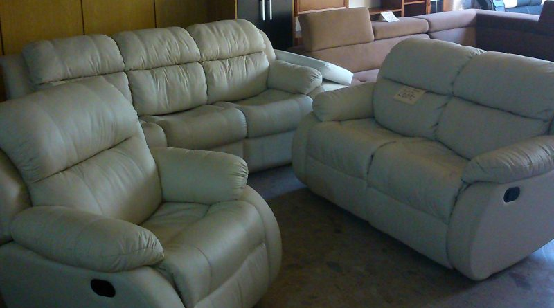 Luxusná kožená sedačka Iris. Rozkladanie na spanie, nastaviteľné podnože a húpacie kreslo.