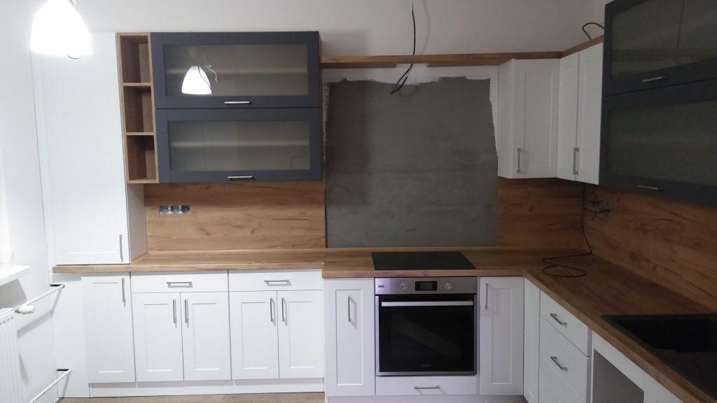 Rohová kuchyňa s rampou